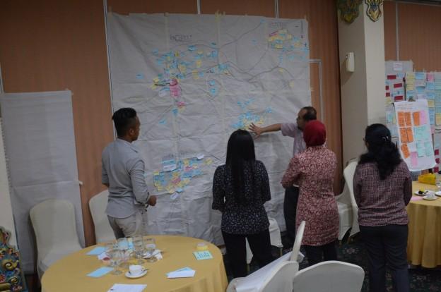 Kader Pembaru Desa Wulungsari menunjukkan peta potensi desa