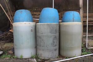 Tong plastik diisi air sebagai indikator gas