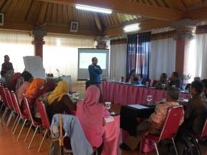 Mendorong keterbukaan informasi publik di desa.