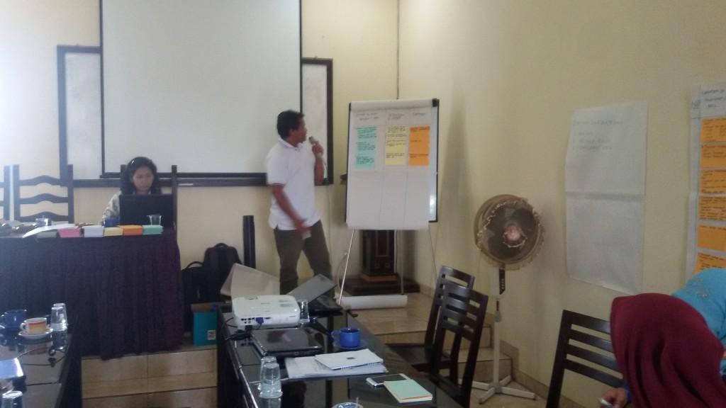 Edi S, Tim Pembaharu Desa Kucur menyampaikan perubahan yang terjadi di desanya