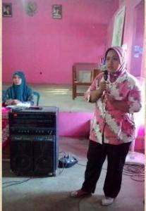 Sri Utami memaparkan capaian Sekolah Perempuan