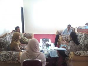 Diskusi Tim Infest Yogyakarta dengan Kepala Kantor Pemberdayaan Masyarakat Desa (KPMD) Kabupaten Banjarnegara, (7/9/2015)